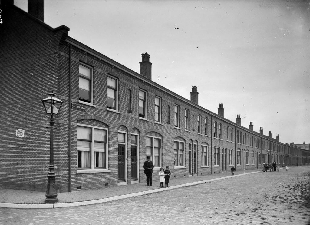 Foto gemaakt tussen 1910 -1920 - Schimmelplein