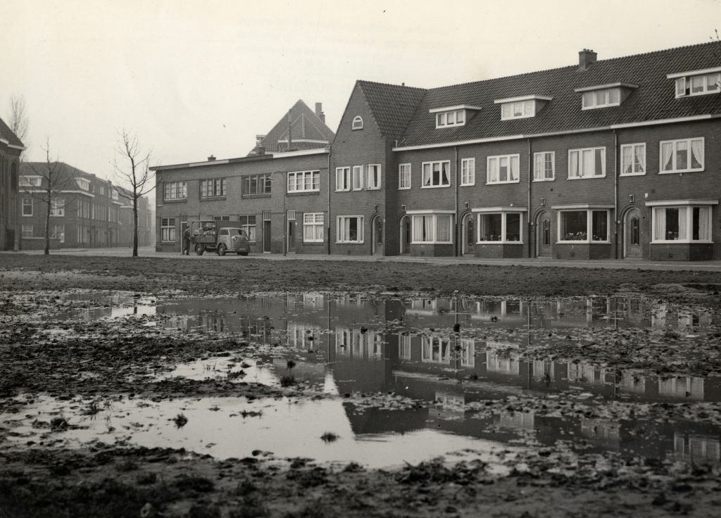 Foto uit 1954 het modderige schimmelplein.