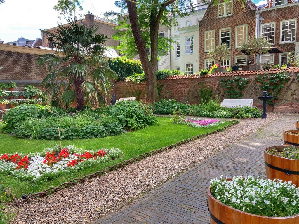 De verborgen hofjes van Utrecht: Flora's Hof