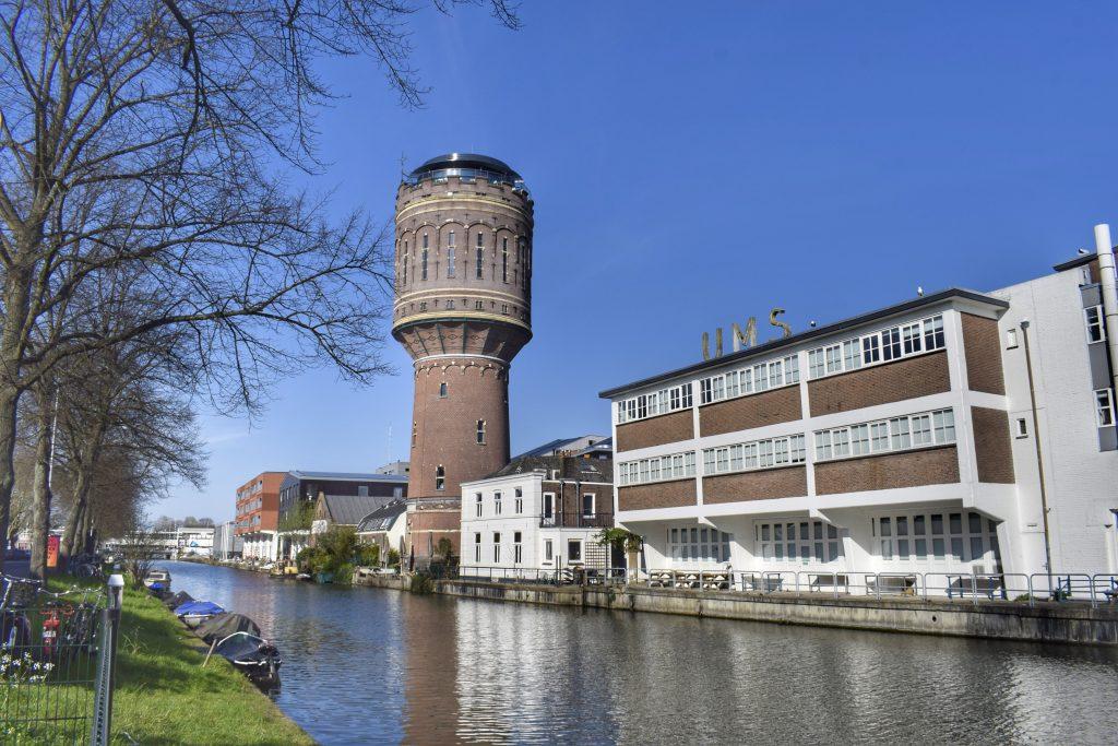 De watertoren in Rotsoord nu, met bovenin restaurant WT Urban Kitchen
