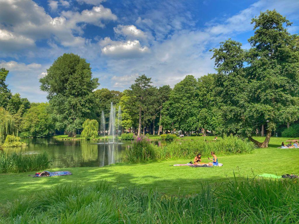 Wilhelminapark met uitzicht op fontein