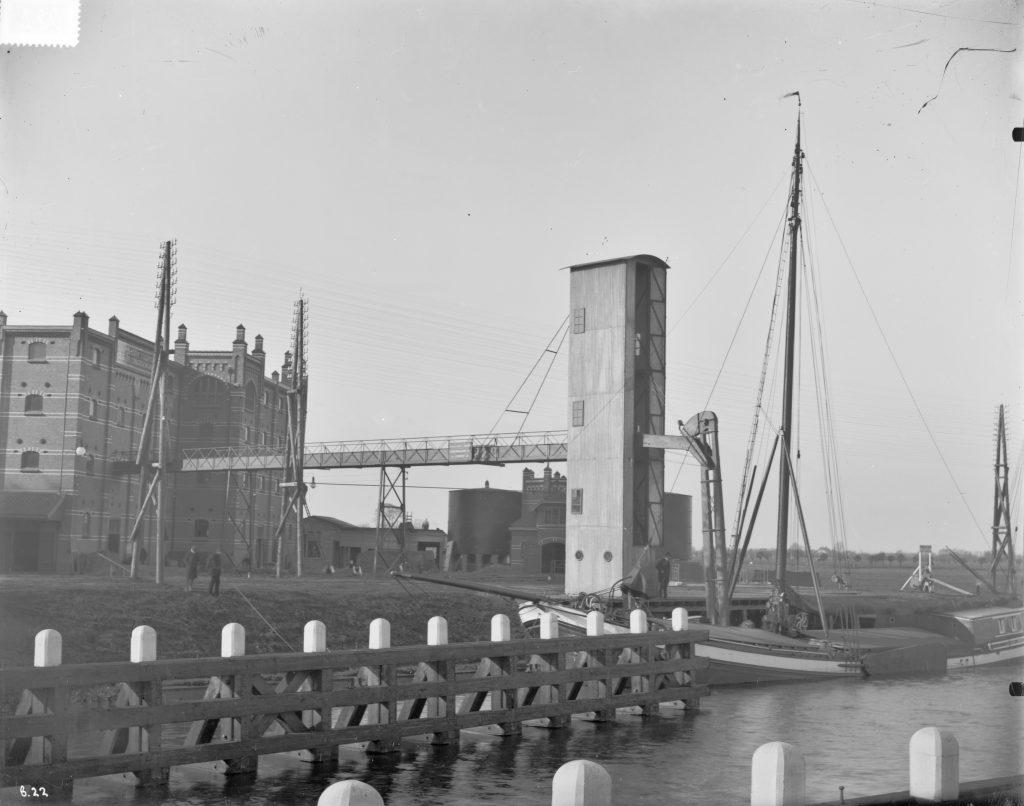 De Cereolfabriek in Oog in Al tussen 1920 en 1930.