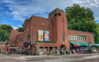 Rondfietsen: ontdek de mooiste Amsterdamse School-gebouwen in Utrecht
