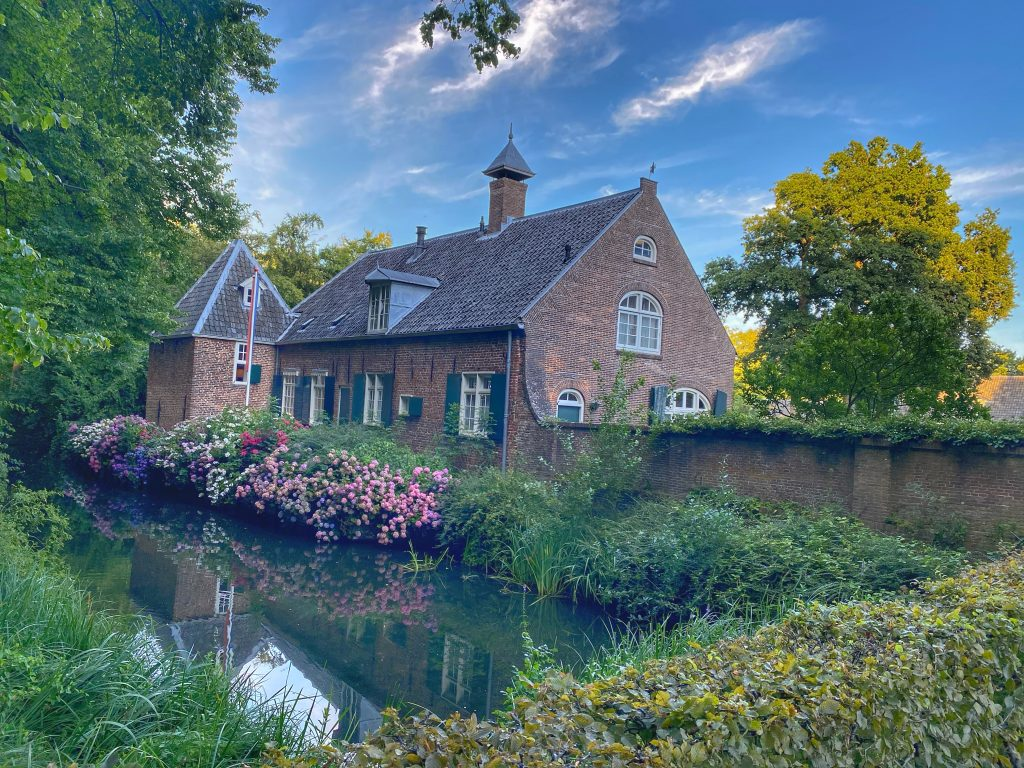 Het schattige huisje naast Slot Zuylen.