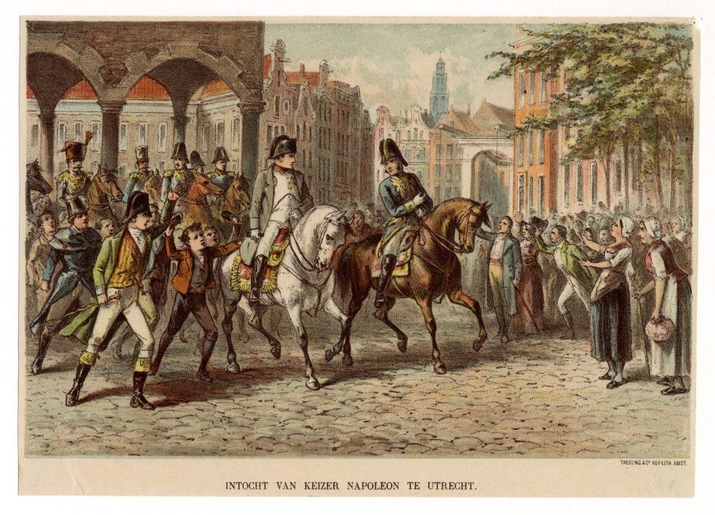 Afbeelding van de intocht van keizer Napoleon te Utrecht in 1811. De keizer, vooraan de stoet te paard, wordt door het volk toegejuicht. Op de achtergrond de Domtoren.
