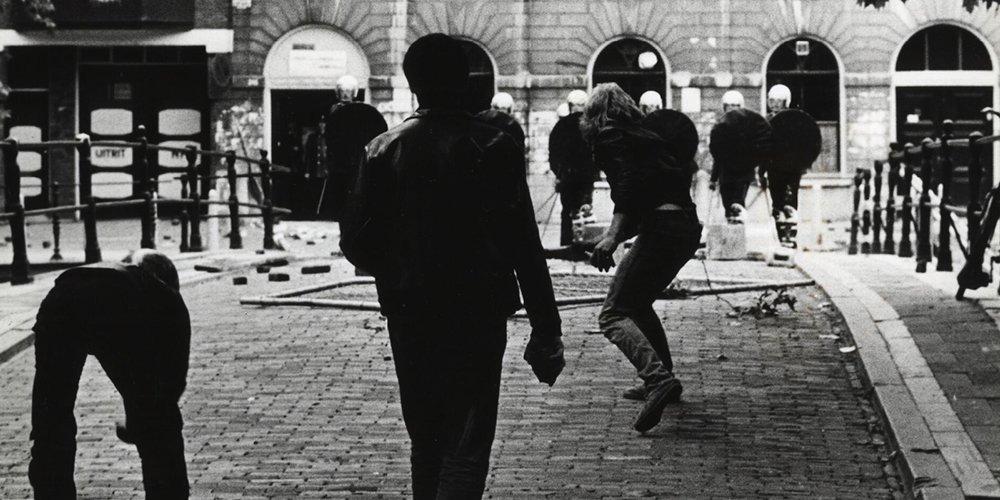 Bron: Tivoli.nl Confrontatie tussen actievoerders van Komitee Tivoli Tijdelijk en de M.E. in 1981 (foto: A.M. Stamrood, Utrechts Nieuwsblad)