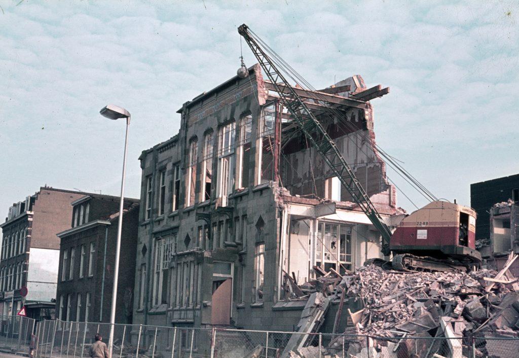 1974: De Utrecht wordt gesloopt.