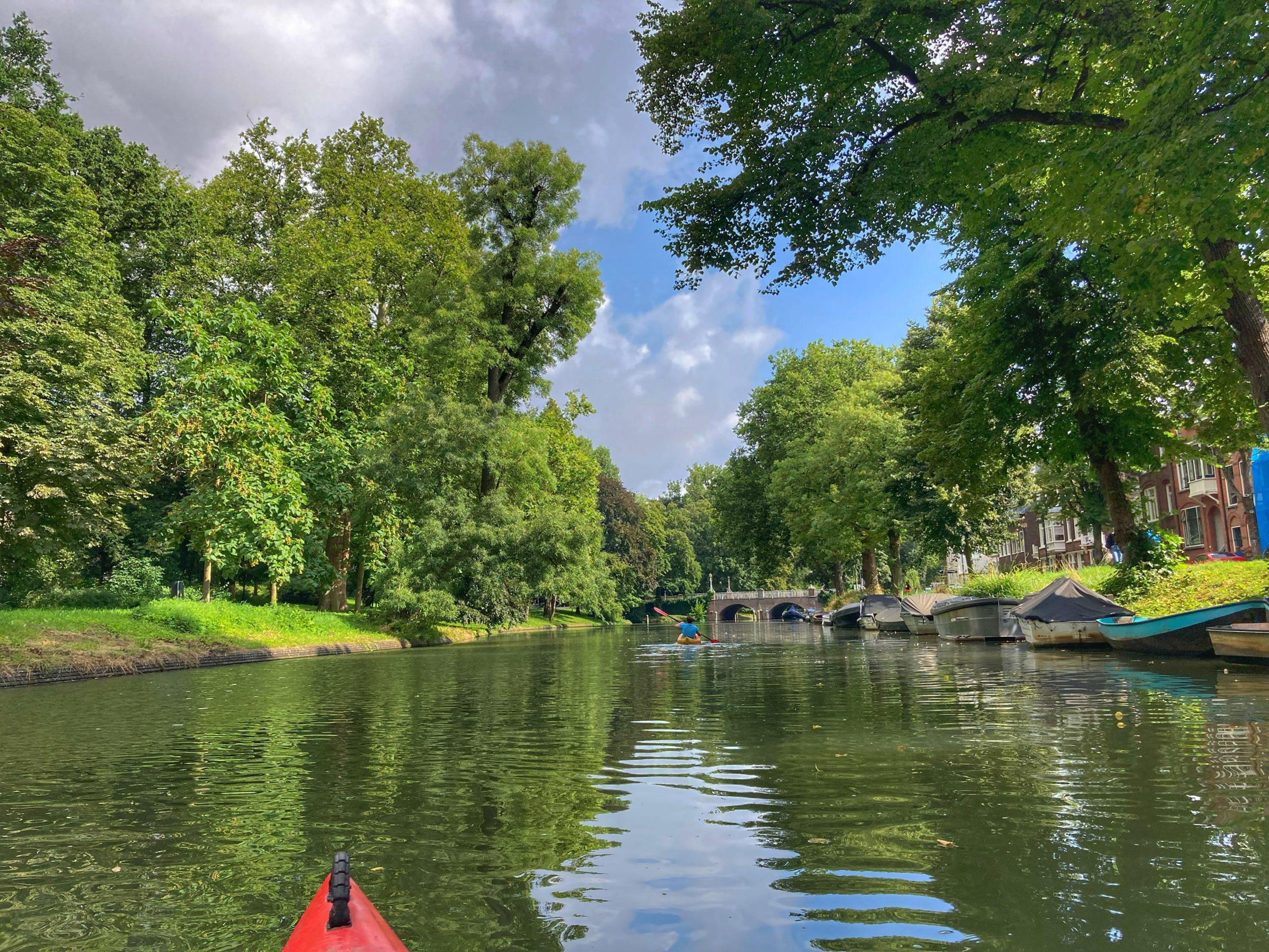 Kanoën over de grachten van Utrecht - sportief dagje uit in Utrecht